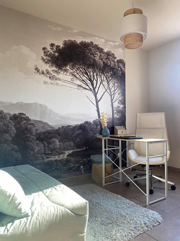 Décoration et agencement Villa à Saint Maximin la Sainte baume- Le bureau avec papier peint panoramique , par Myll décors , Agence de décoration à Aix en provence et dans le Var