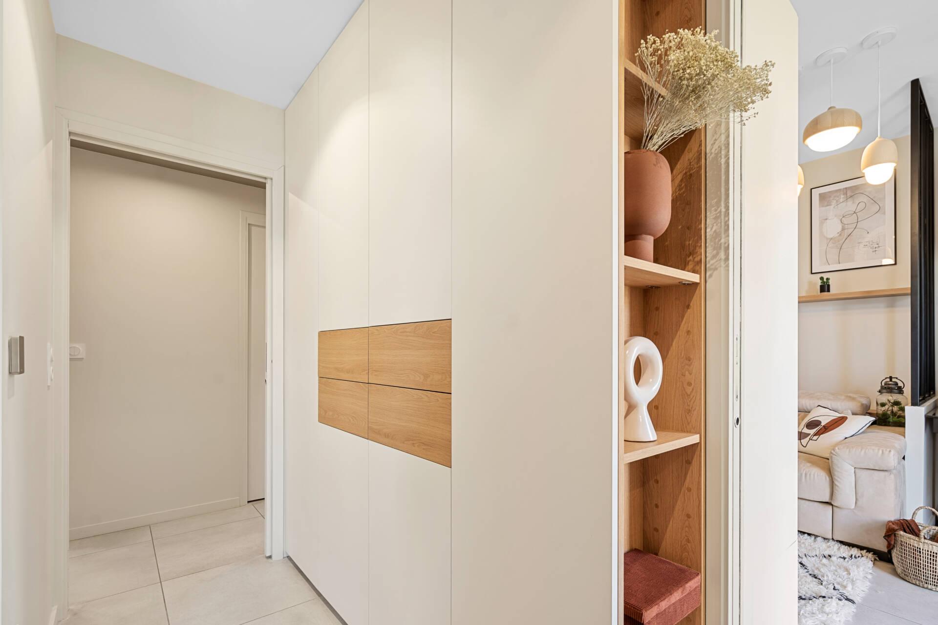 Décoration et agencement Appartement neuf Aix en Provence - Chambre avec placard sur mesure, par Myll décors , Agence de décoration à Aix en Provence et dans le Var